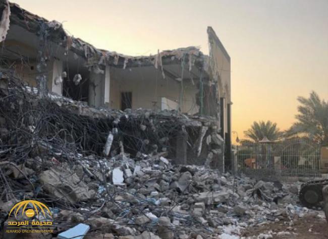 شاهد بالصور .. كيف تعاملت بلدية الرياض مع قصر مواطن استولى على جزء من حديقة عامة بجانب منزله