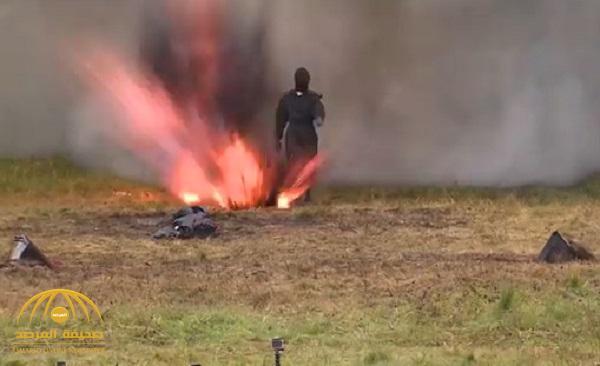 بالفيديو…فتاة روسية تختبر بزة عسكرية وسط حقل ألغام