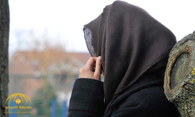 """فتاة مصرية تتزوج مسن سعودي """"عرفيا"""" وتبتزه ماليا تحت تهديد السلاح"""