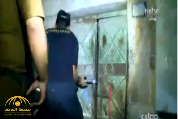 """بالفيديو.. الشرطة تداهم حيي الكرنتينا وغليل في جدة ضمن حملة """"وطن بلا مخالف"""".. وهذا ماقاله المخالفون!"""