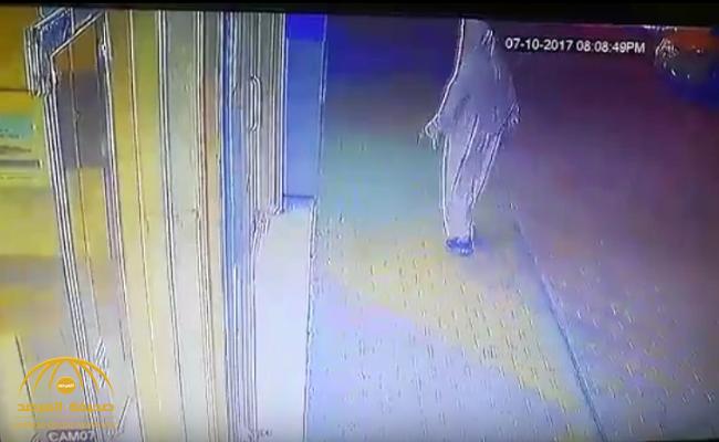 شاهد: رجل ذو شخصية اعتبارية يقتحم نادياً نسائياً بمكة!
