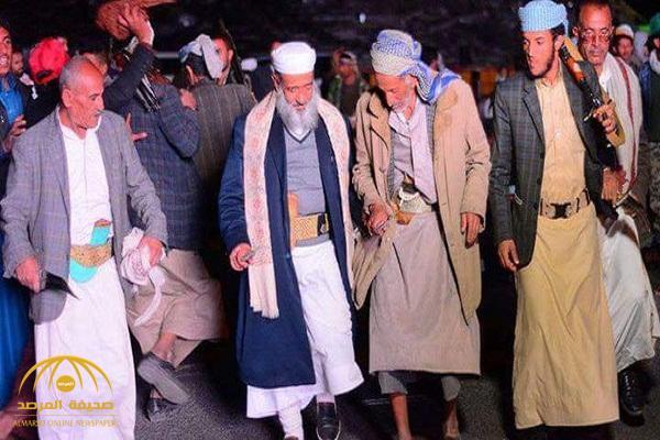 """بالصور.. خطيب جامع """"صالح"""" يؤدي رقصة """"البرع"""" ابتهاجا بمقتله.. وهكذا صدم اليمنيين!"""