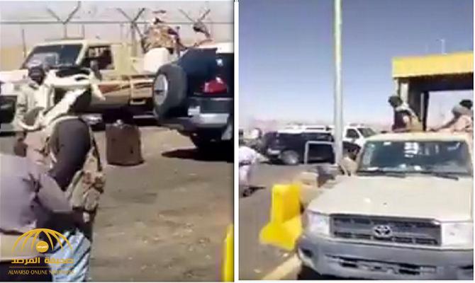 شاهد.. فيديو يوثق لحظة تسليم جثة القيادي الحوثي يوسف المداني للمملكة !
