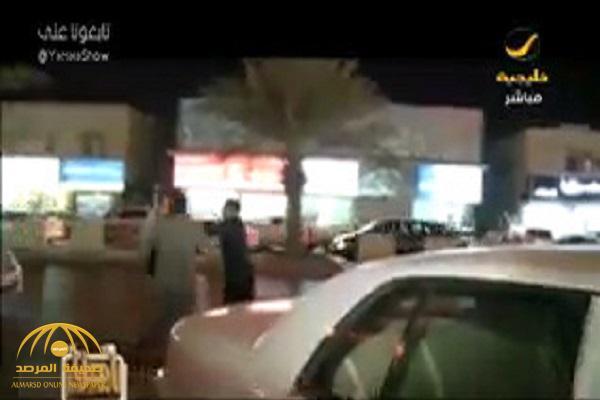 بالفيديو .. وافدون يعتدون بالضرب على مراسل تلفزيوني في حي المرسلات بالرياض