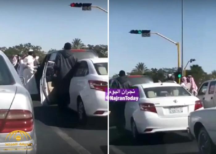 شاهد…مواطن يوثق مشاجرة عند إشارة مرور في نجران