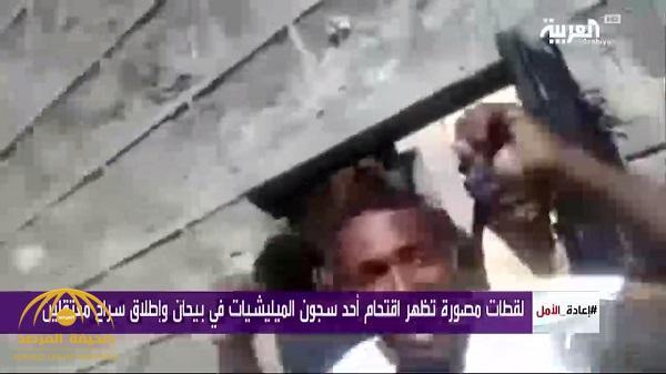 شاهد.. لحظة اقتحام سجن حوثي في بيحان وإطلاق سراح معتقلين