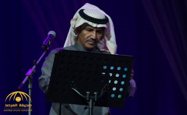 """لماذا اعتذر الفنان """"خالد عبد الرحمن"""" عن استكمال فقرته الغنائية بالرياض! -فيديو"""