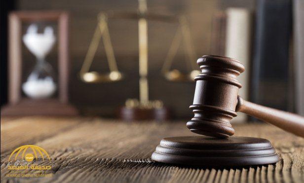 """السجن 30 يوماً و130 جلدة .. تفاصيل الحكم على محام سعودي بسبب """"إساءة عنصرية"""" لزميله!"""