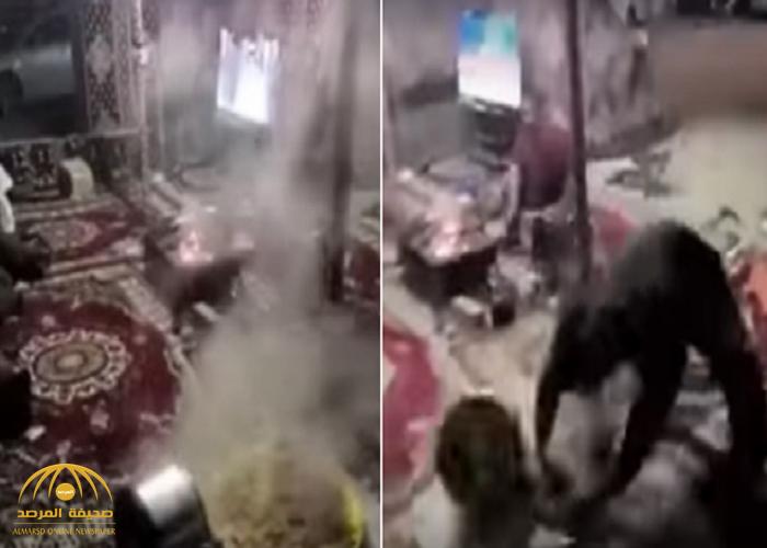 شاهد: شبان يشعلون غضب المغردين بسبب طريقة تعاملهم مع الطعام.. ومطالبات بمحاسبتهم!