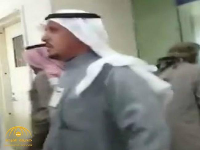 """كشف ملابسات """" فيديو"""" مشادة بين مواطن وموظف بعد رفض صرف مستحقاته من حساب المواطن"""