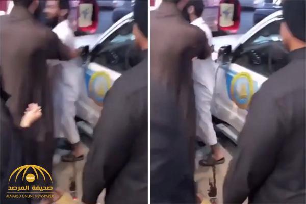 بالفيديو : شاهد عضو هيئة  يتشاجر مع فتاة  ويصادر جوالها بالرياض