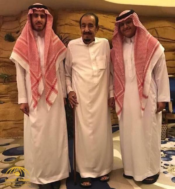 بعيدا عن البروتوكولات شاهد حفيدا الملك سلمان يلتقطان صورة عفوية معه صحيفة المرصد