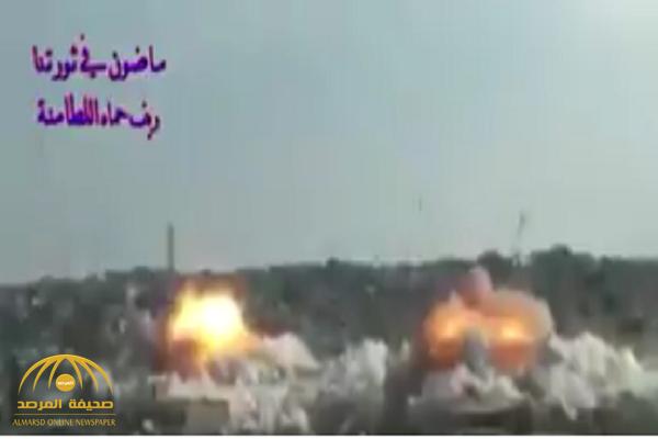 """شاهد كيف تستهدف  قوات المجرم """"بشار"""" الأحياء السكنية في اللطامنة بأسلحة مدمرة"""