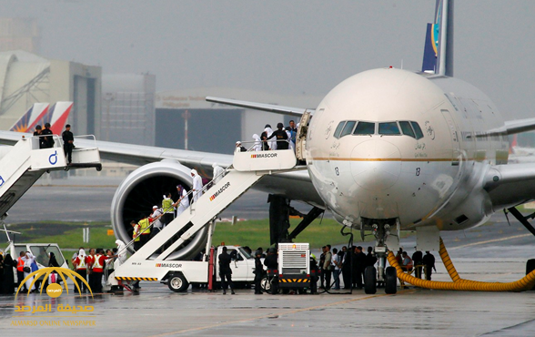 """عودة رحلة """"الخطوط السعودية"""" إلى مطار القاهرة بسبب مواطن!"""
