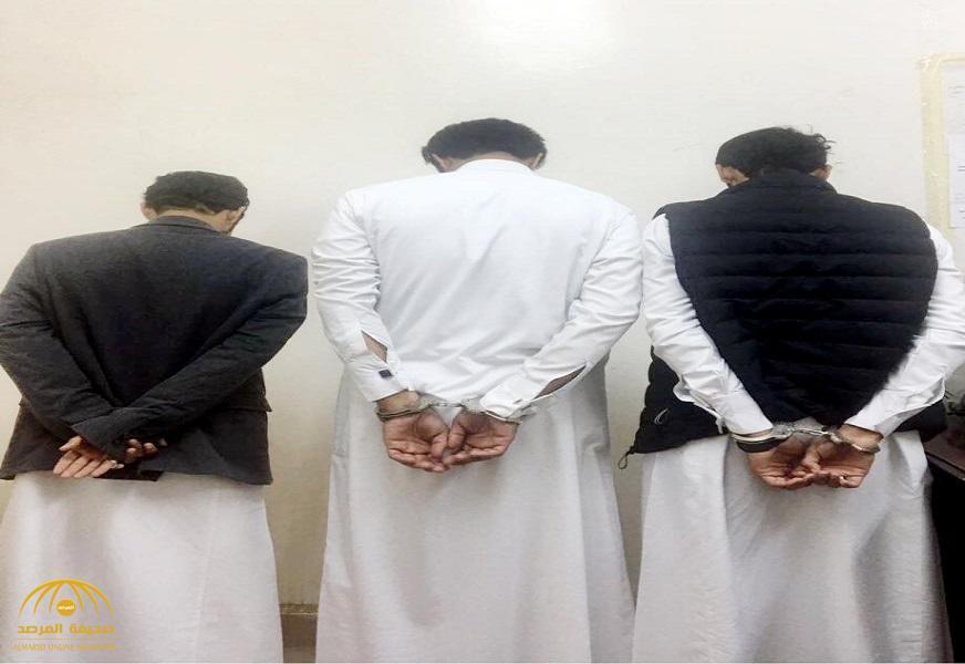 """""""جاملوا العريس بإطلاق النار فوقعوا في قبضة الأمن"""".. هذا ما عثر بحوزة 3 مواطنين بعفيف !"""