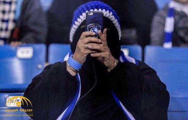 """شاهد .. صورة مشجعة """"هلالية"""" تجتاح مواقع التواصل .. ومغرد: تستاهل عضوية النادي"""