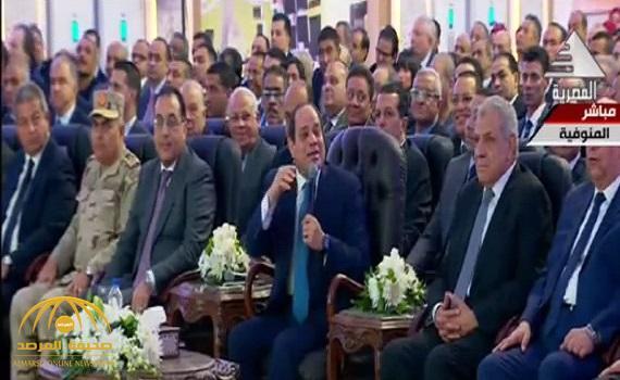 شاهد .. السيسي يداعب وزير قطاع الأعمال