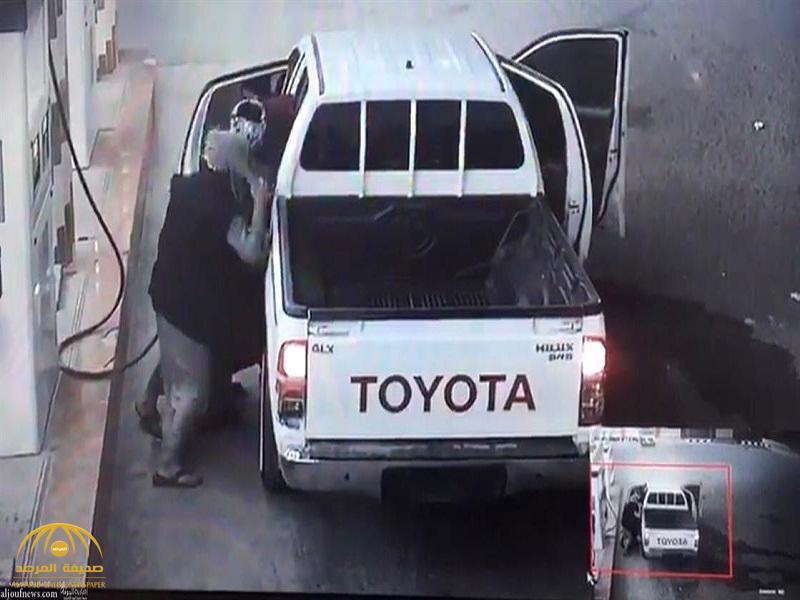 شاهد: الاعتداء على وافد بمحطة وقود بالقريات.. وشرطة الجوف تكشف عن هوية الجناة!