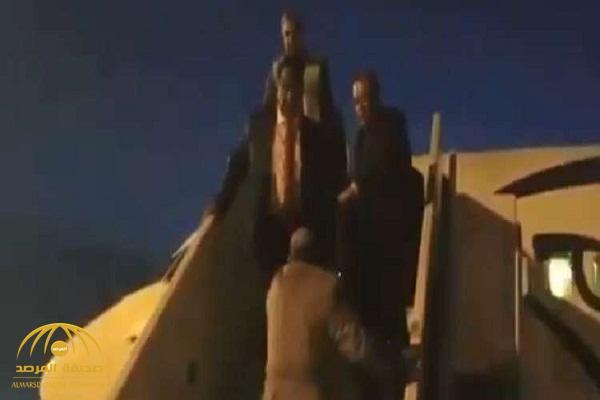 شاهد كيف استقبل وزير الخارجية المصري نظيره السوداني في مطار القاهرة