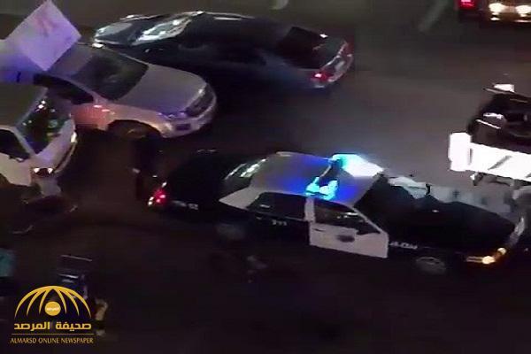 شاهد : فيديو لمخالف يهرب من سيارة دورية .. وشرطة مكة توضح الملابسات