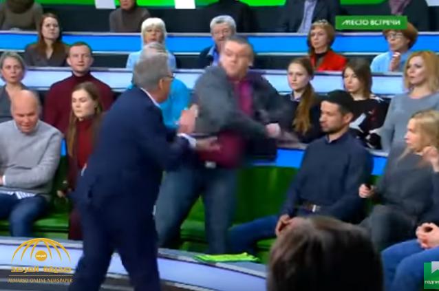 شاهد .. معركة بالأيدي بين مذيع روسي وأحد ضيوفه في البرنامج