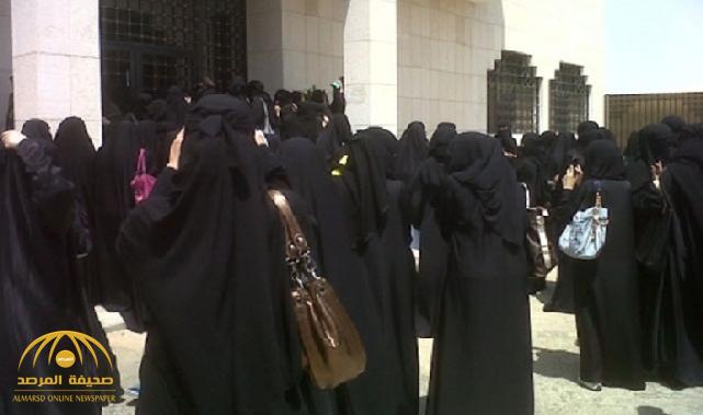 """وسط صراخهن .. احتجاز """"طالبتين"""" بجامعة طيبة وهكذا تم تحريرهن !"""