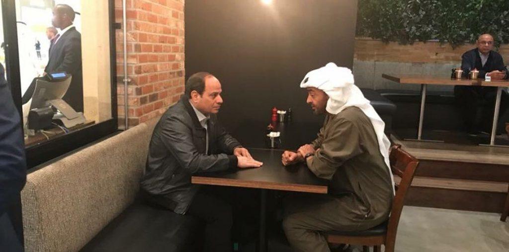 شاهد.. محمد بن زايد والسيسي يتناولان الطعام في مطعم بأبو ظبي