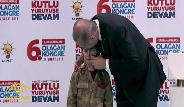 بالفيديو .. أردوغان يخيف طفلة تركية ويتسبب في بكاءها