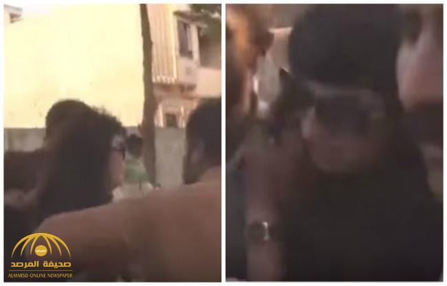 شاهد .. باكستانيون يطاردون سيدة ويتحرشون بها في تجمع لحزب إسلامي
