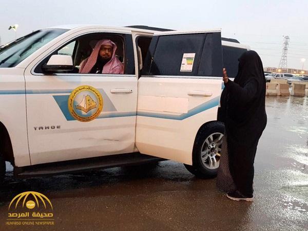 """حقيقة صورة امرأة تقف بجانب سيارة"""" الهيئة""""  أمام مهرجان """"الجنادرية 32"""""""