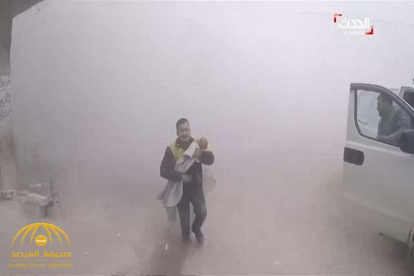 شاهد .. ردة فعل مسعف سوري عثر على طفله تحت الركام