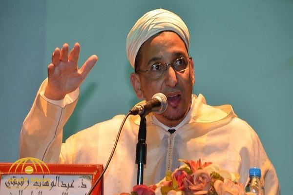 """قال أنه يخالف القرآن .. """"داعية مغربي"""" يصف عذاب القبر بـ""""الخرافة"""" ويثير جدلا واسعا عبر مواقع التواصل"""