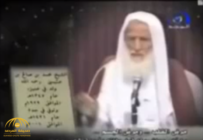 """بالفيديو: فتوى لـ """"ابن عثيمين"""": الصلاة بالميكروفون من المسجد أذية للناس"""