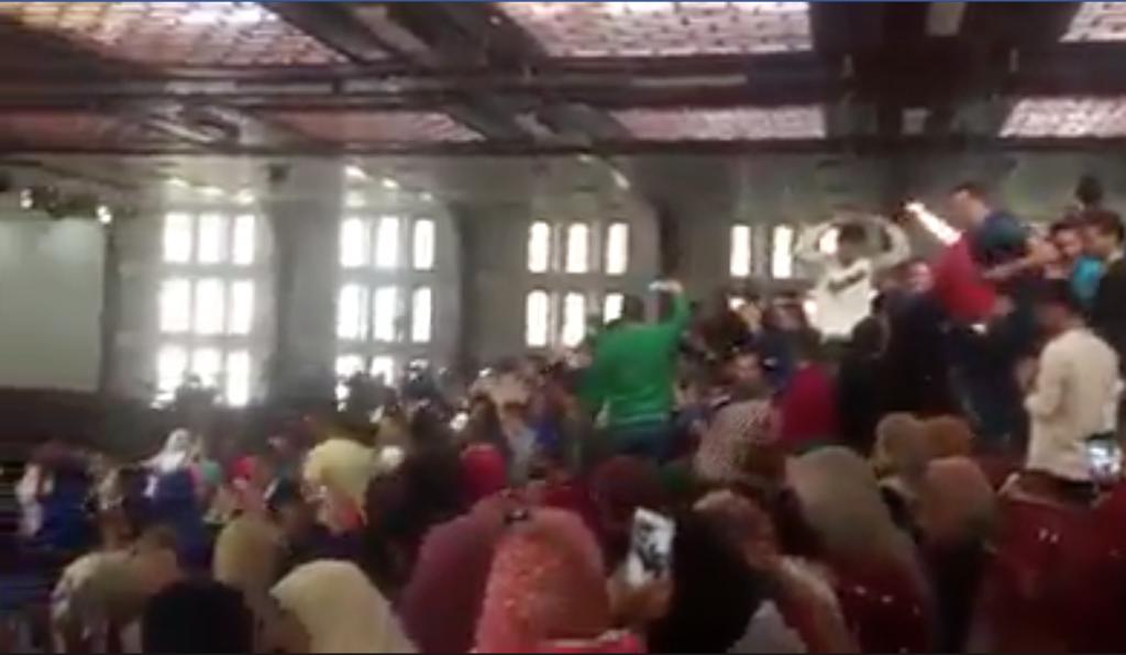 شاهد وصلة رقص مختلطة لطلاب جامعة مصرية بمحافظة الدقهلية