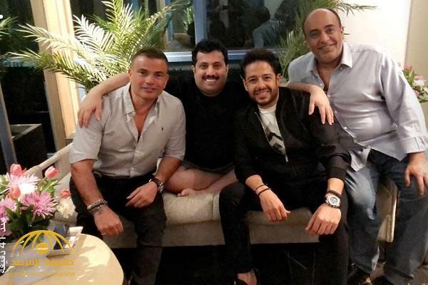 تركي آل الشيخ يظهر بالشورت بصحبة عمرو دياب ومحمد حماقي