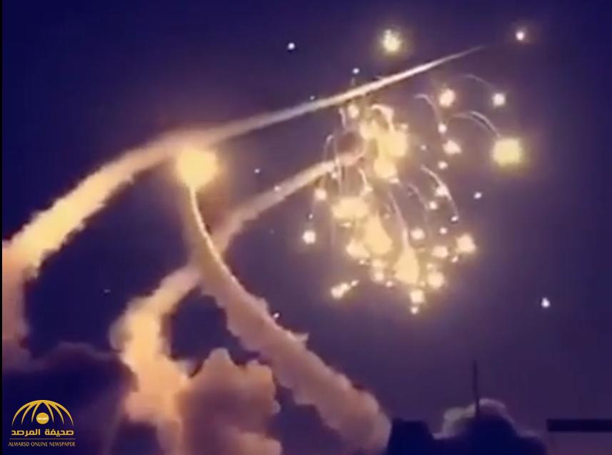 بالفيديو .. قوات الدفاع الجوي السعودي تعترض صواريخ أطلقها الحوثيين على الرياض ونجران وجازان وخميس مشيط