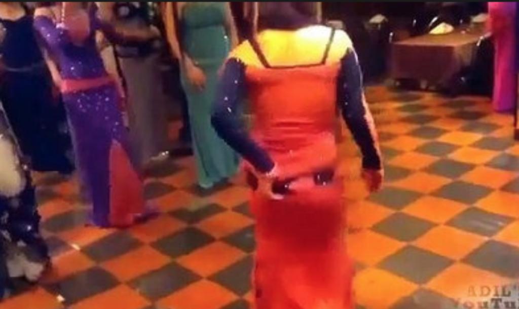 سعودي يطلق زوجته بعدما شاهد مقطع فيديو مسرب لها وهي ترقص في حفل زواج!