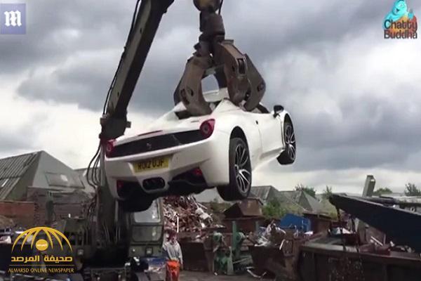"""شاهد: الشرطة البريطانية تحطم سيارة  """"فيراري """" سعرها 200 ألف جنيه استرليني.. وهكذا بررت قرارها"""