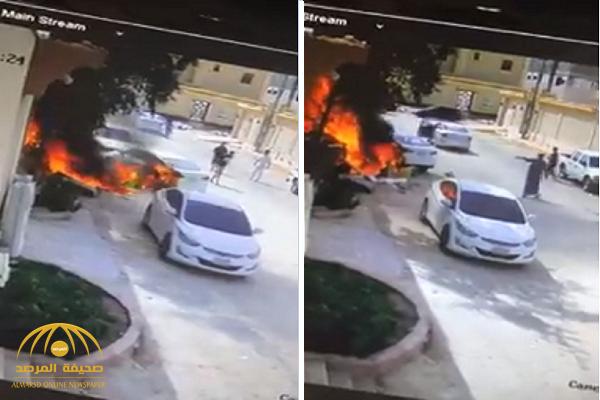 شاهد.. لحظة إنقاذ شاب سيارة من النيران بجوار أحد المنازل في الخرج