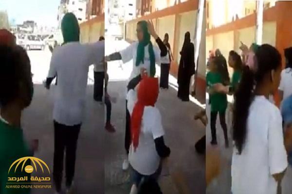 شاهد .. وصلة رقص لفتيات أمام اللجان الانتخابية في مصر