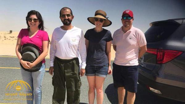 """شاهد بالصور.. """"محمد بن راشد"""" يساعد أسرة أوروبية علقت في الرمال"""