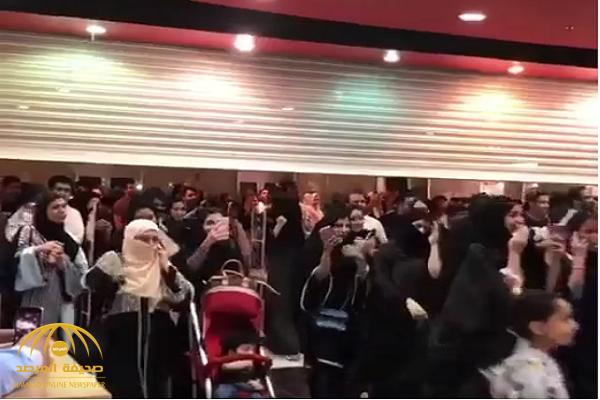 """نفدت بعد ساعات..  شاهد إقبال جمهور الفنان المصري """"تامر حسني"""" على شراء تذاكر أولى حفلاته بالمملكة"""