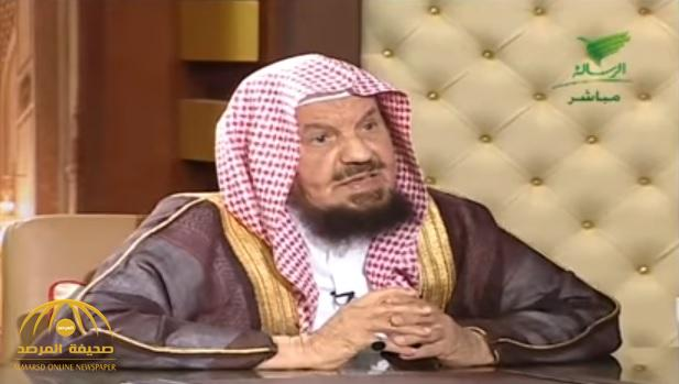 """بالفيديو.. الشيخ """"المنيع"""" يوضح مسألة حكم زيارة """"النساء"""" للقبور"""