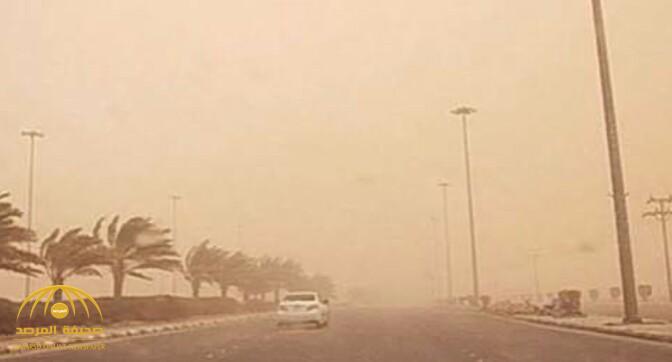سحب رعدية ورياح نشطة مثيرة للغبار والأتربة على هذه المناطق!