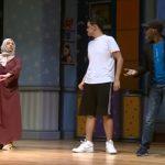 شاهد فنان مصري يدرب فتيات وشباب سعوديين على تمثيل الكوميديا في جدة.. وهكذا علق المغردون