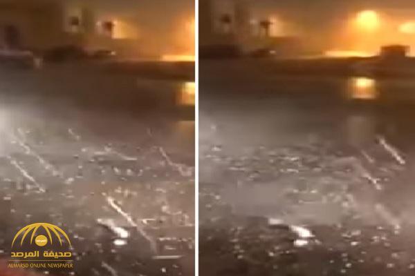 بالفيديو والصور.. تساقط زخات البرد بغزارة أثناء الأمطار بالرياض
