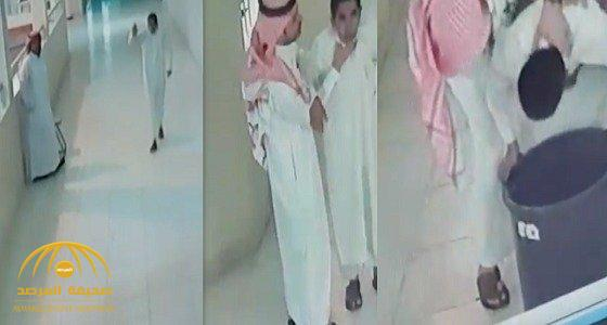 بالفيديو.. طالب كاد أن يختنق بعد ابتلاعه غطاء قارورة.. شاهد رد فعل زميله!