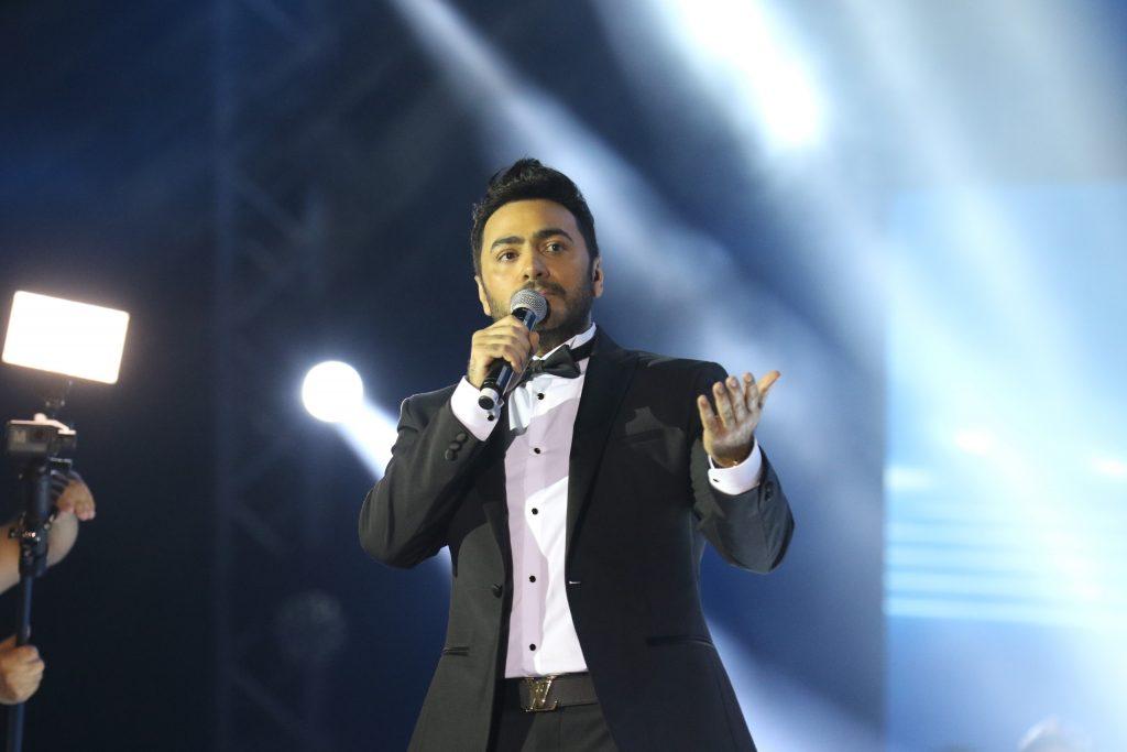 ماذا قال تامر حسني عقب أولى حفلاته بالمملكة وبماذا وصف الجمهور؟- صور