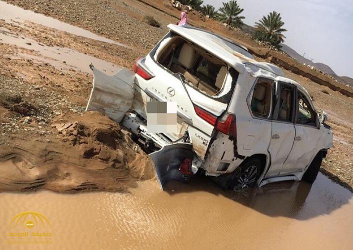 شاهد: السيول تجرف سيارة ثمينة .. والعثور على جثة السائق على بعد 3 كم من موقع مركبته بالبجادية