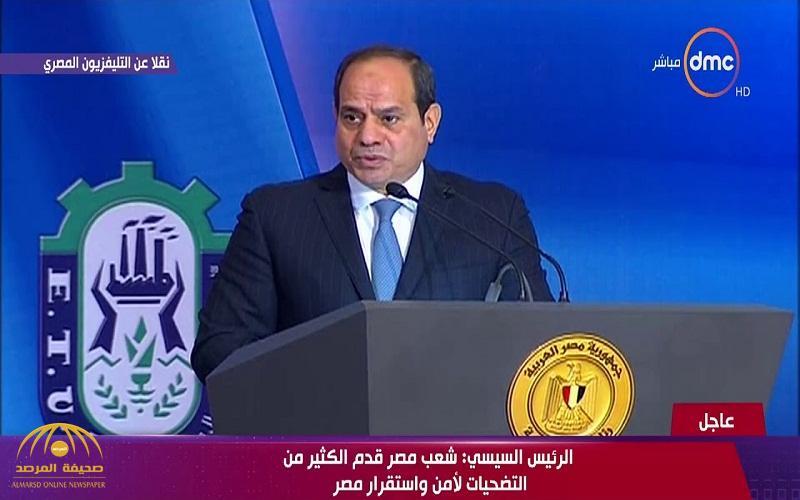 """عمال للرئيس المصري : """"أنت هدية ربنا لينا"""".. والسيسي يجيب"""